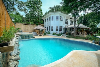 HILLTOP POOL AND VILLA Featured Image