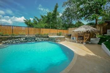 HILLTOP POOL AND VILLA Outdoor Pool