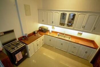 HILLTOP POOL AND VILLA Private Kitchen