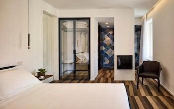 Deluxe Room, City View