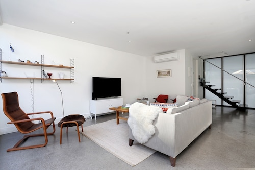 StayCentral Collingwood Penthouse, Yarra - North