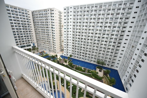 USP Suites at Shore Residences, Pasay City
