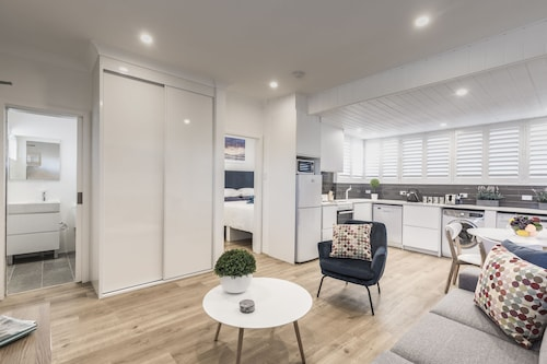Quiet Spacious Apt with AIR CONDITIONING & Netflix, Waverley