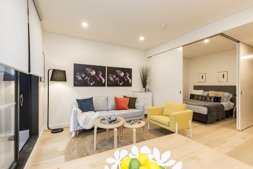 One Bedder With Pool Very Close to City, Leichhardt