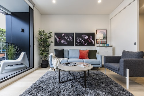 Air Conditioned One Bedroom with Pool Close To CBD, Leichhardt