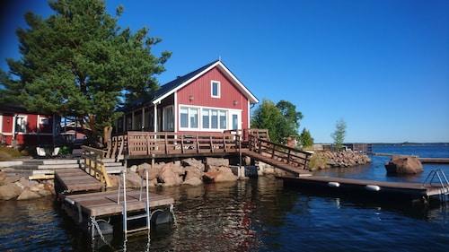 . Rantakari Cottage