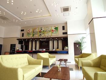 TOYOKO INN CEBU Lobby Sitting Area