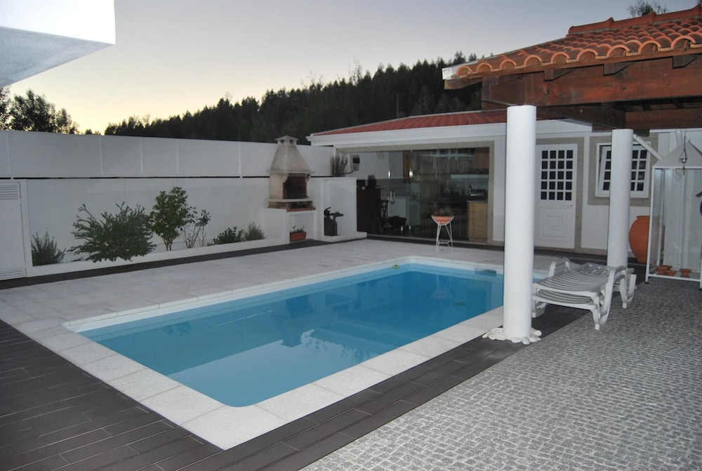 Villa With 4 Bedrooms in Canidelo, With Wonderful Mountain View, Private Pool and Enclosed Garden -