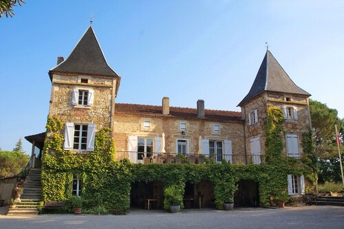 Wonderful location for weddings and parties by French château, Lot