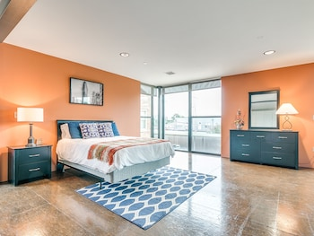 Jolly Ollie - Ultra Modern OKC Loft - Sleeps 4 photo