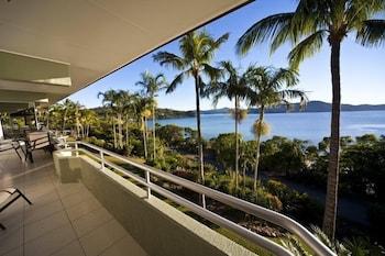 https://i.travelapi.com/hotels/30000000/29340000/29336200/29336121/2c388c5f_b.jpg