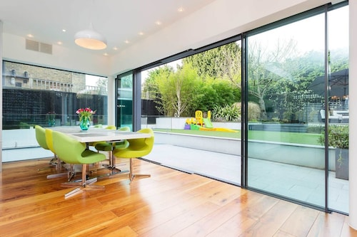 Wimbledon Deluxe House, London