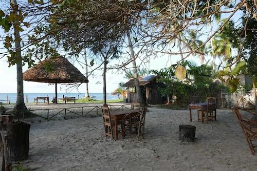 Afro Beach Bungalows, Mafia