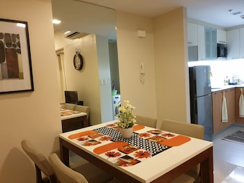 1 BEDROOM CONDO AT ONE PACIFIC RESIDENCE Private Kitchen