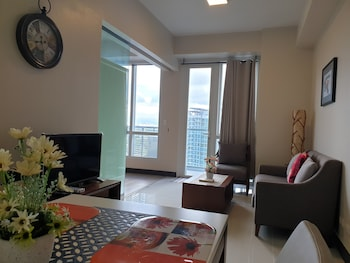 1 BEDROOM CONDO AT ONE PACIFIC RESIDENCE Living Area