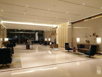 1 BEDROOM CONDO AT ONE PACIFIC RESIDENCE Lobby Sitting Area