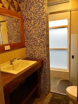 THE HILL VIEW FISHING FARM Bathroom Sink