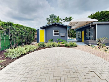 Modern Wilton Manors Studio Cottage 1 Bedroom 1 Bathroom Apts