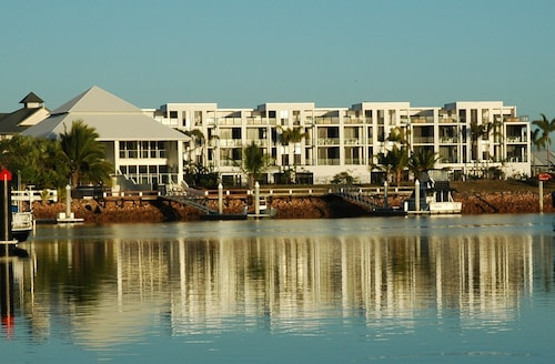 Hinchinbrook Harbour Holiday Apartments, Cardwell