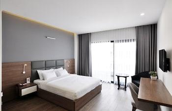 Grand Room, 1 Queen Bed, Balcony, City View