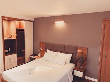 Deluxe Room, 1 Queen Bed, City View