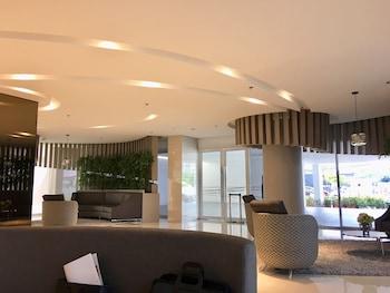 OLI'S PLACE Lobby Sitting Area