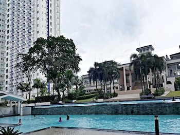 OLI'S PLACE Outdoor Pool