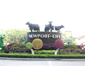 101 NEWPORT CONDO ACROSS THE AIRPORT