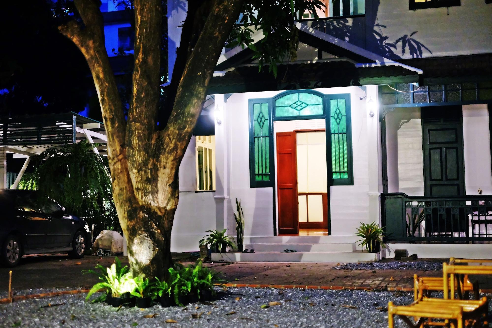 24 Samsen Heritage House, Dusit
