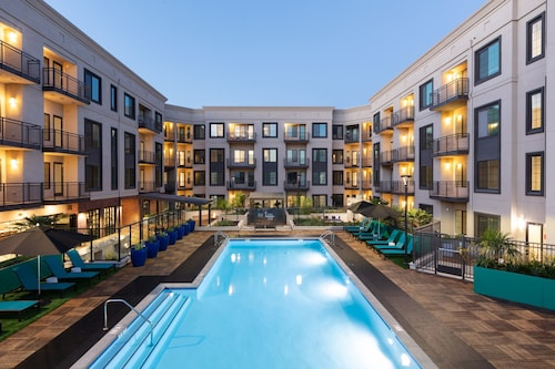 . Global Luxury Suites in Campbell