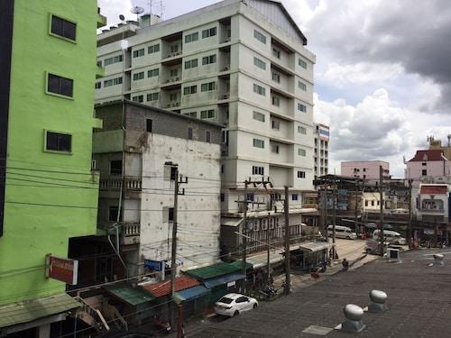 J.K House Hotel, Sadao