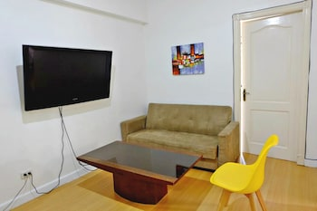 FORBESWOOD HEIGHTS 2BR BY STAYS PH Living Room