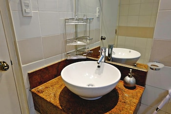 BELLAGIO TOWERS BY STAYS PH Bathroom Sink