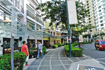 BELLAGIO TOWERS BY STAYS PH Property Grounds