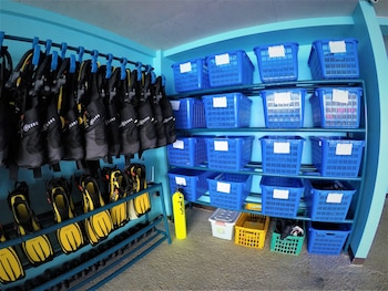 RELAX DIVERS-PG Equipment Storage