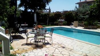 . Jacuzzi Pool House