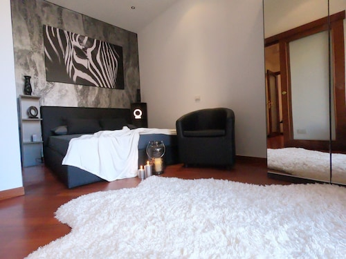 . Deluxe Central Apartment