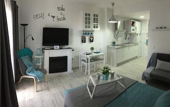 Resort Fee at Nuevo en Benalbeach Vistas al mar y Wifi