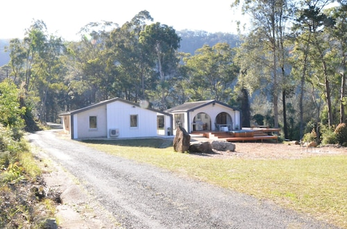 Quiet Rural Retreat with Spa, Gosford - West