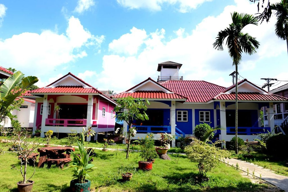 New Sunrise Village Maenam Beach