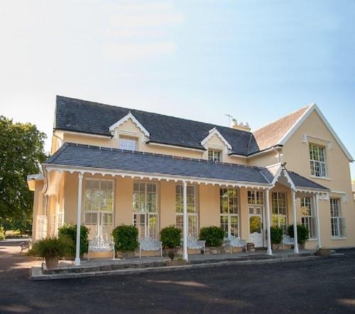 . Greenway Manor Hotel