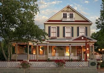 Cedar House Inn