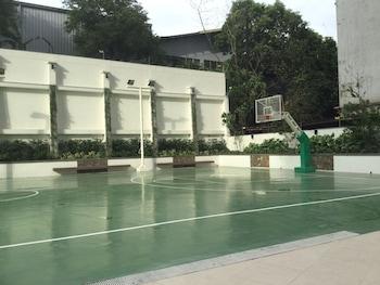 2 BR CONDO AT SHERIDAN CONDOMINIUM Basketball Court