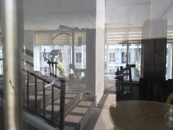 2 BR CONDO AT SHERIDAN CONDOMINIUM Gym