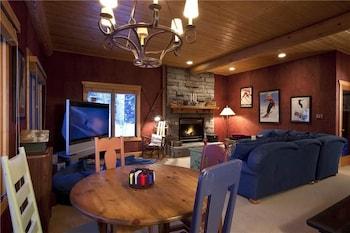 Snowdrift Cabin photo