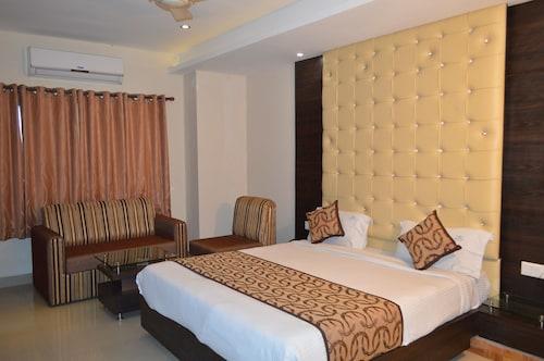 . HOTEL GALAXY