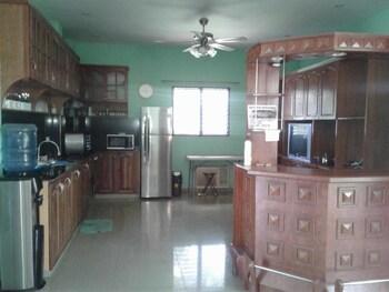 CLARE'S BEACH HOUSE Private Kitchen
