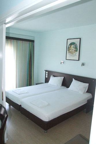 HOTEL GEORGE, West Greece