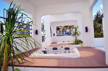 LA BELLA BOUTIQUE HOTEL Outdoor Spa Tub