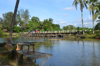 CALIRAYA ECOVILLE RECREATION AND FARM RESORT Fishing